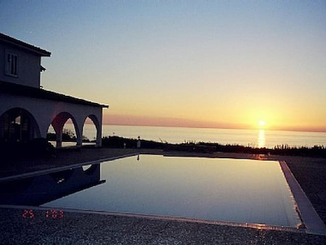 Villa Thalassa in Pegeia at the sea front