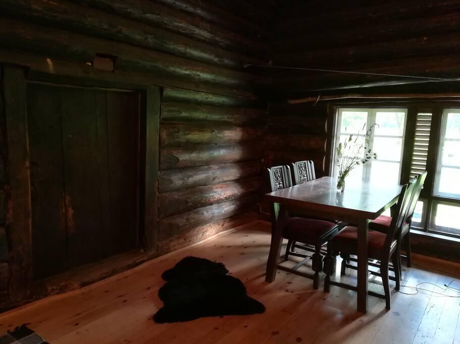 Living room (dining)