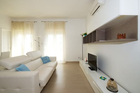 Charming and spacious two-room flat on the sea - Bari