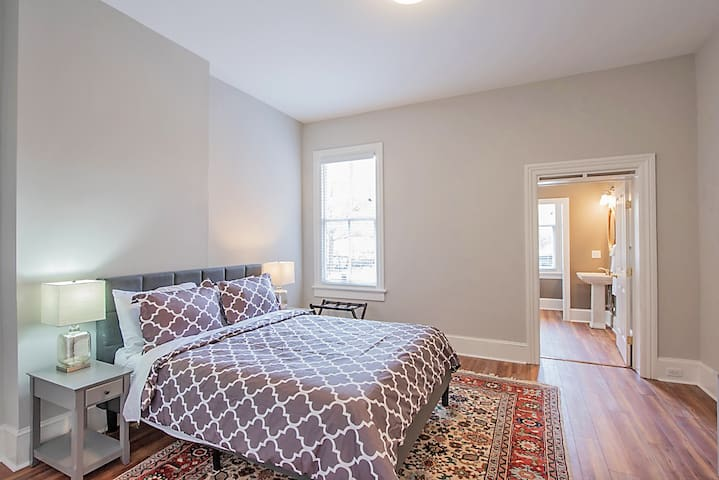 Bedroom has queen-sized green-tea memory foam bed (our Guests RAVE about our mattresses) with ensuite spacious bath/tiled shower and water closet