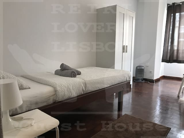 Reiki Lovers Lisbon Single Room number 2