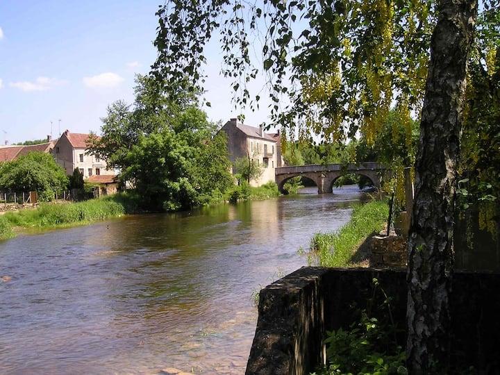 Boerenhuis aan de rivier bij Vézelay