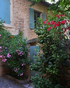 Nid d'artistes - Vers-Pont-du-Gard