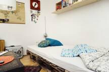 Großes Bett möglich im Wohnzimmer