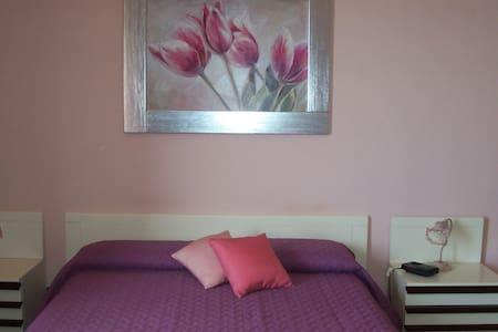 la camera rosa è una quadrupla  - Valderice - Bed & Breakfast