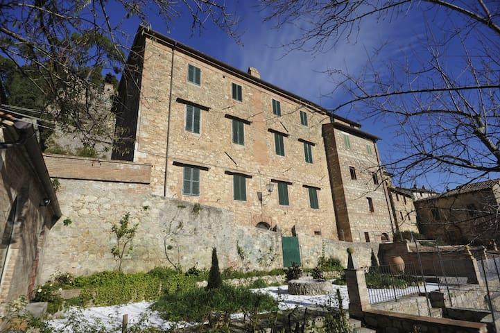 Dentro la Toscana, fuori dal tempo