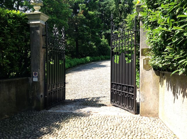 Affascinante villa storica tra  Como e Milano - Tradate - Villa