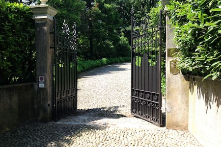 Affascinante villa storica tra  Como e Milano - Tradate - 別荘