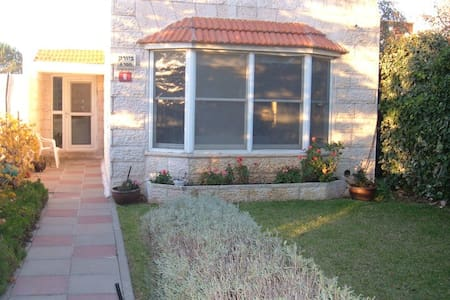 Efrat Bed and Breakfast - Efrat - Bed & Breakfast