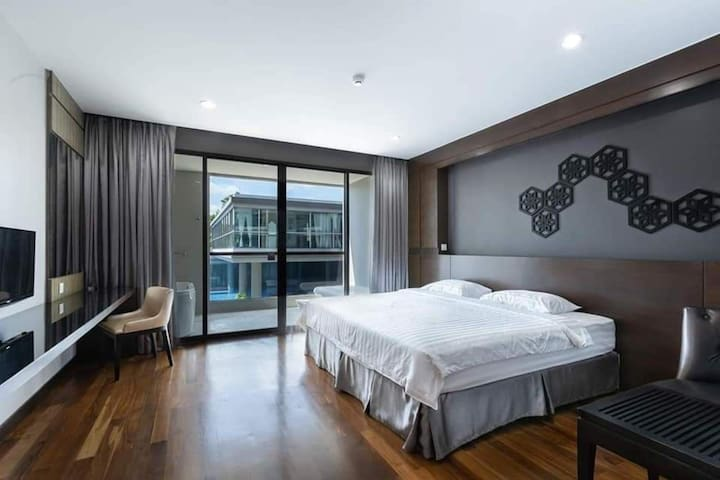 1 Bedroom near BangTao beach l Pool Parking Tub