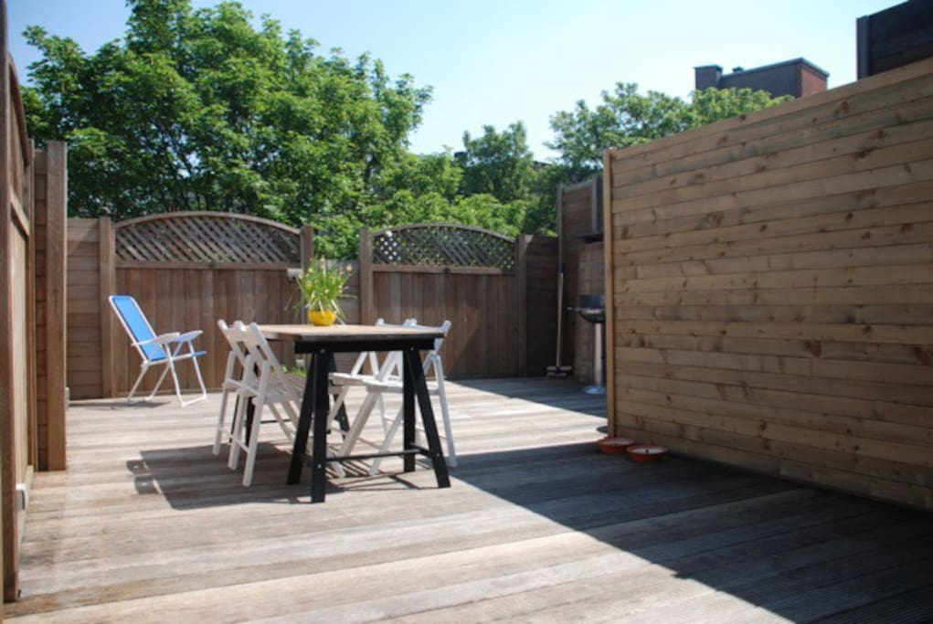Sunny, private and quiet rooftop terrace.