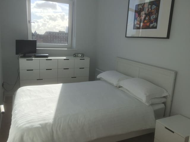Double bedroom & bathroom in new City Centre pad