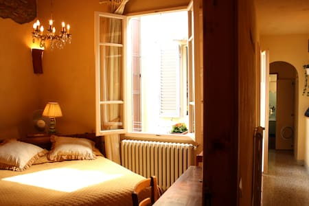 APARTMENT IN THE HISTORIC CENTRE - Florence - Apartment