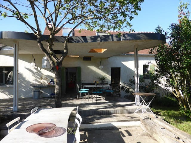 Maison de famille atypique   - Chouvigny - Haus