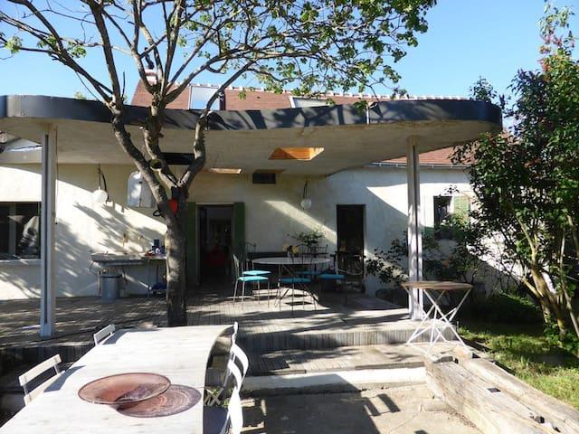Maison de famille atypique   - Chouvigny - Dom