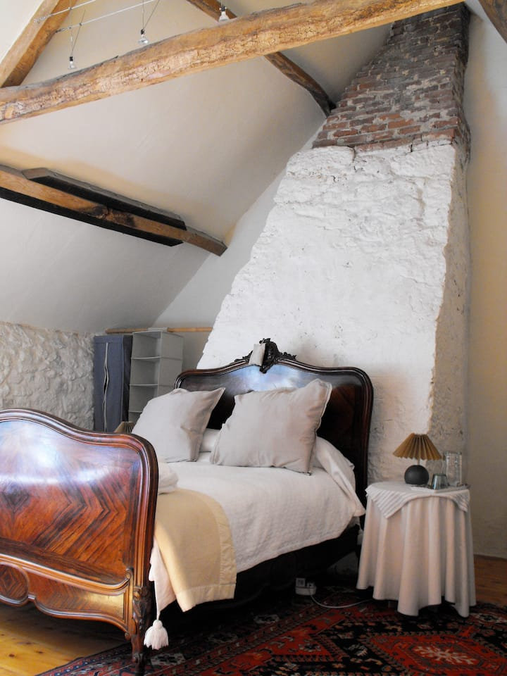 Romantic, Remote, 14thC Manor House