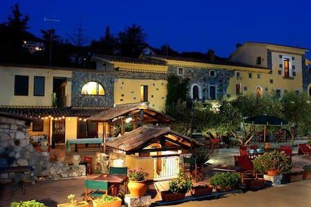 APPARTAMENTI IN UN CASALE DEL 700 - Torremezzo di Falconara - 아파트