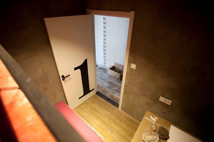 ROOM1.LOFT阁楼床电梯房-楚河汉街地铁口下楼即到-近东湖/武汉大学/湖北省博物馆/江汉路