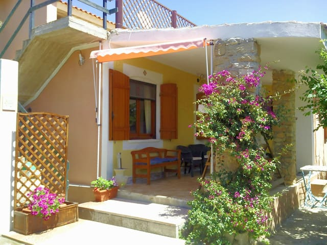 Cosy cottage 100 meters from the be - San Vero Milis - Villa