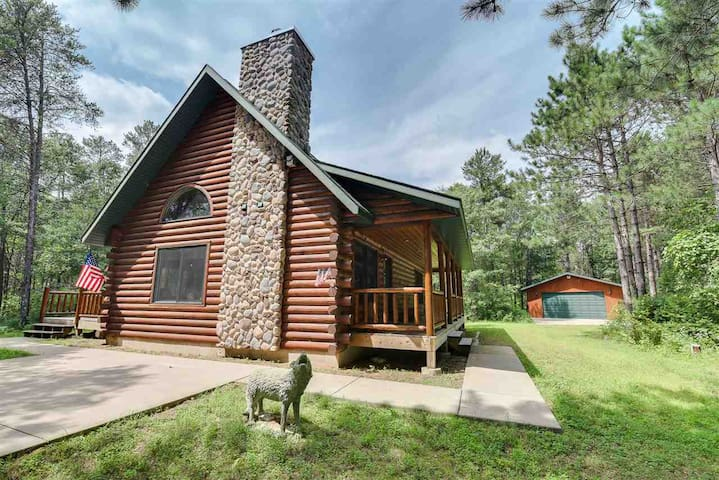Cozy, Private  Log Cabin  Near Lake Petenwell