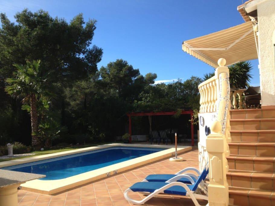 Belle villa avec piscine au calme proche plages maisons for Piscine jardin valence