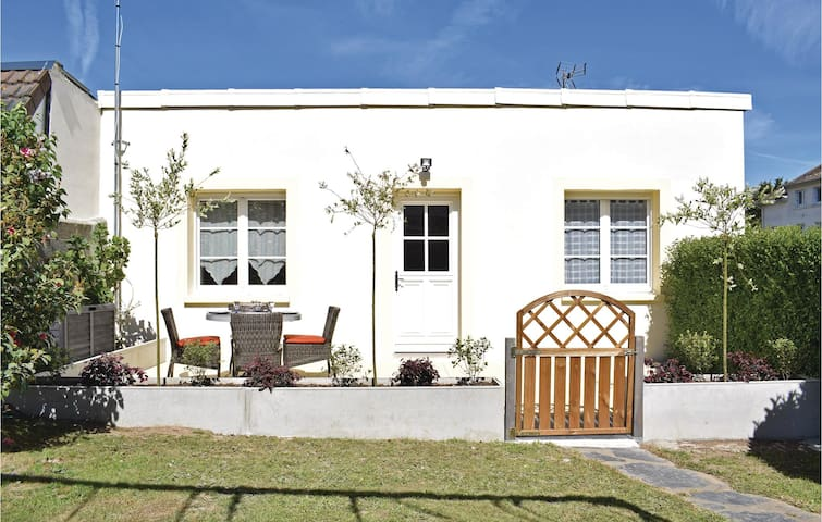 Holiday cottage with 2 bedrooms on 38m² in Grandcamp-Maisy