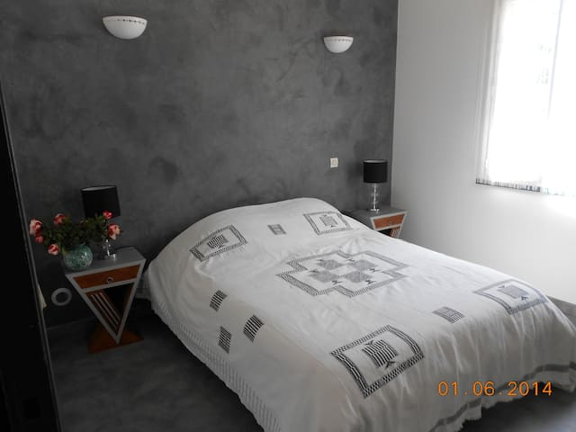 Nice bedroom in Cannes Mougins - Mougins - Casa