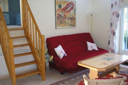 Petit studio au coeur de la forêt - Liorac-sur-Louyre - Bed & Breakfast