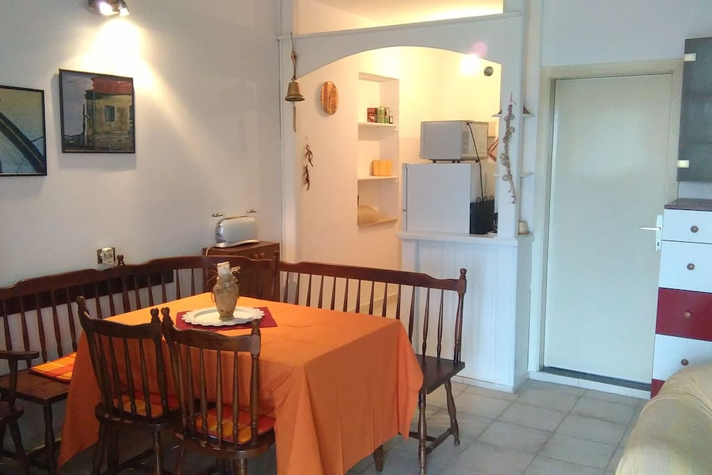 Dining table, bench, chairs and kitchen entrance