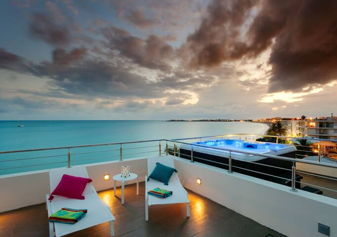 Le Papillon Penthouse- Stunning Beachfront unit - Simpson Bay - Apartemen