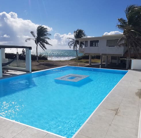 A 44ft Infinity Pool Exclusive for guests!!!