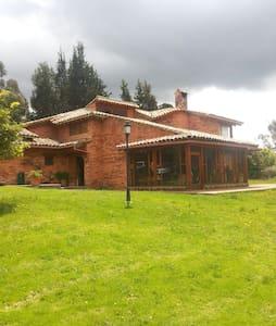 Espectacular casa en Subachoque - Subachoque