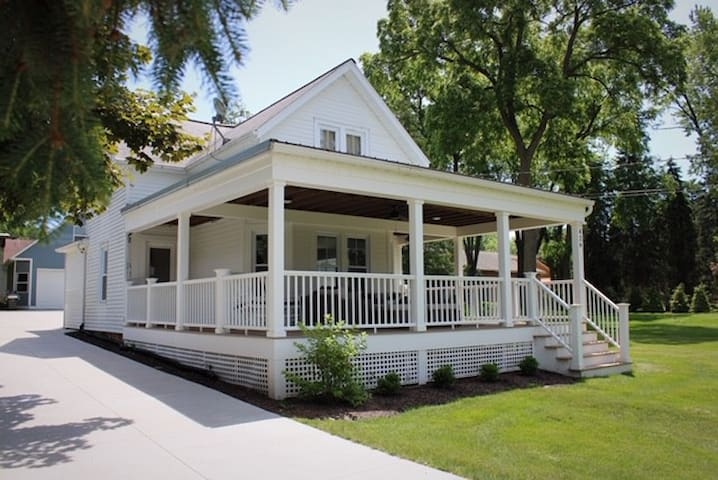 Charming Updated Home in Green Lake; Wraparound Porch. Strong Wifi!