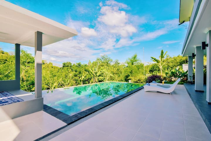 Luxury Villa with PRIVATE Pool & Sea view