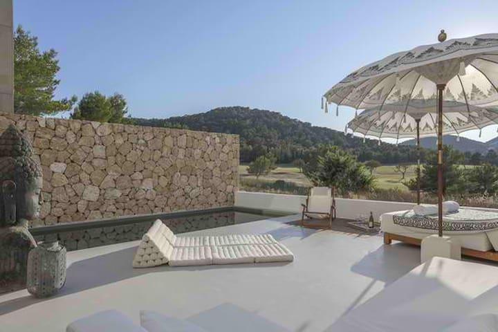 Minimalist House - Roca Llisa - Ev