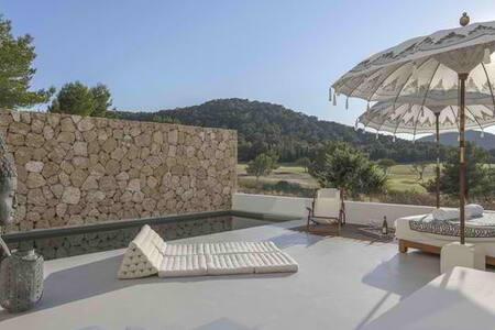 Minimalist House - Roca Llisa - Talo