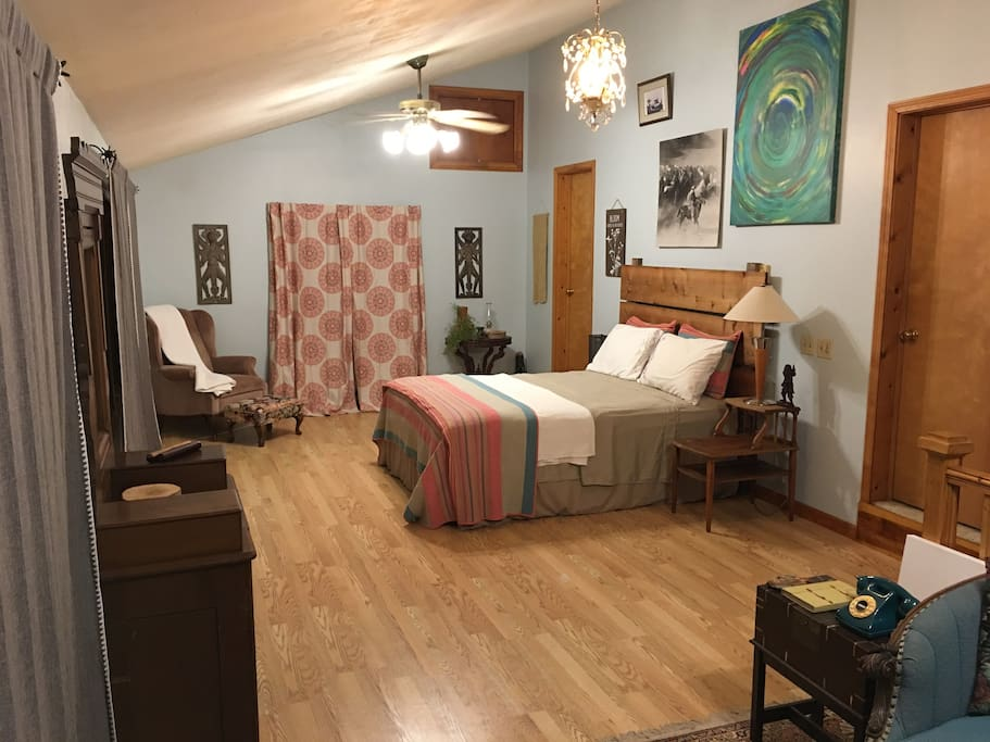 Guest room, another view