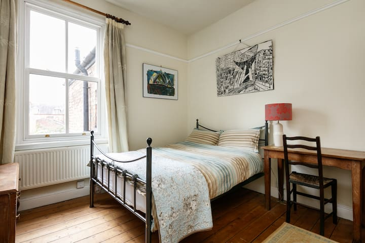 Quiet Double Room - Edwardian House - Urmston - 獨棟