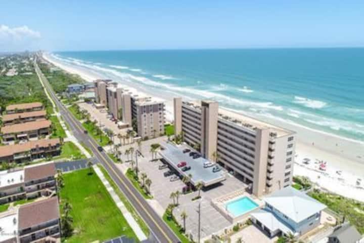 Ponce inlet  beachfront condo / daytona new smyrna