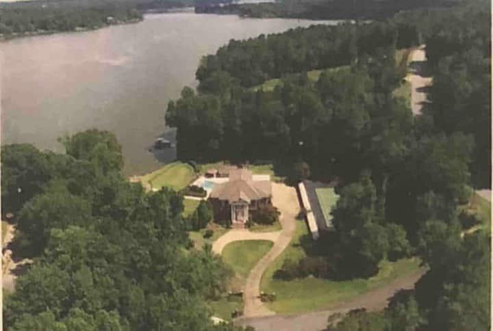 Lake Mansion - Mins to Ft. Benning and Columbus