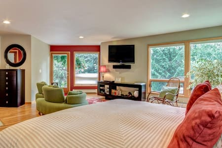 The Enchanted Room at Glacier View BNB - Anchorage - Bed & Breakfast