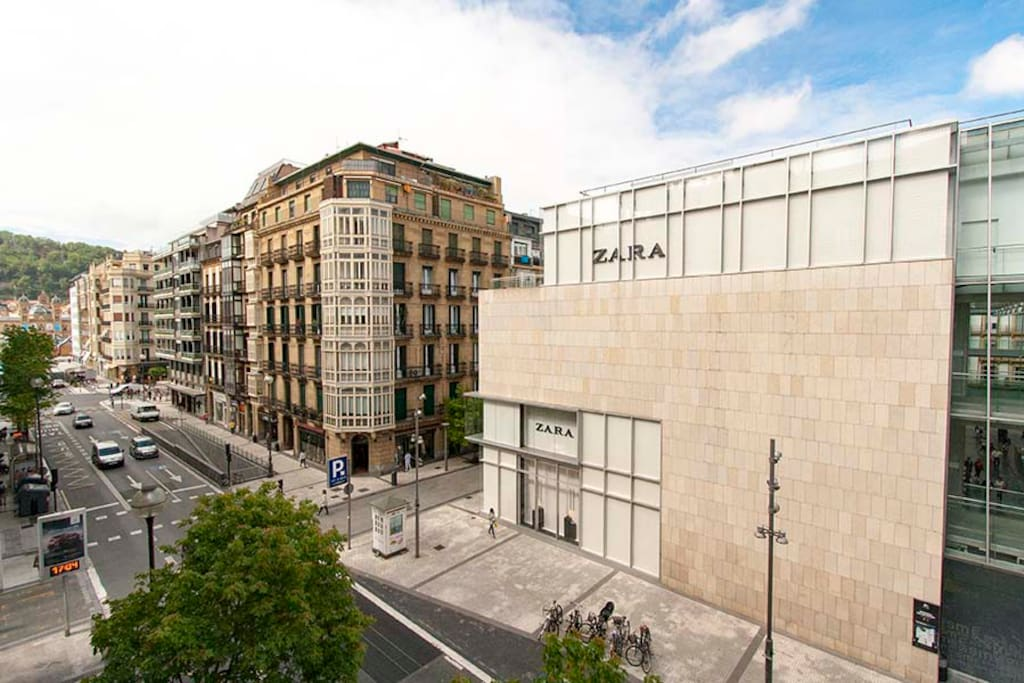 The apartment boasts a beautiful view to the iconic San Martin Market