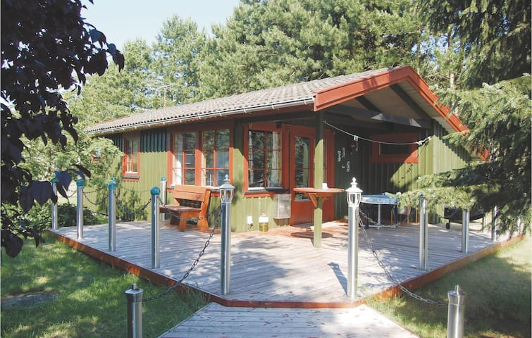 Holiday cottage with 3 bedrooms on 52m² in Rødby