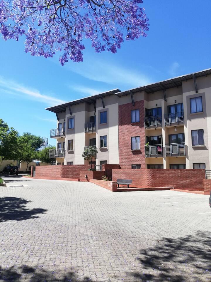 Top floor modern 1 bedroom apartment with balcony