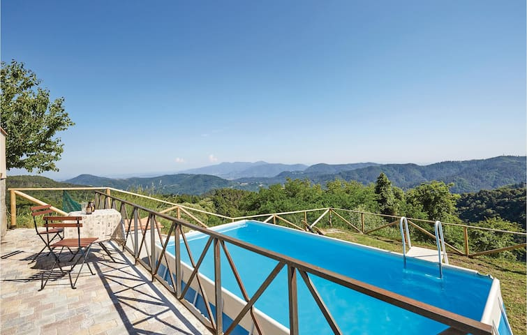 Holiday cottage with 1 room on 68m² in Gombitelli -LU-