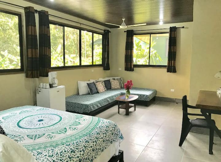 Spacious Jungle private room Manuel Antonio