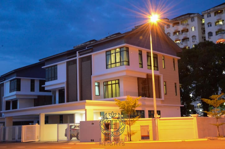 3-Storey Spacious Family Home ✨Batu Ferringhi ⚾️