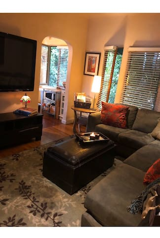 Room in West Hollywood on tree lined street! 🏡 🌳