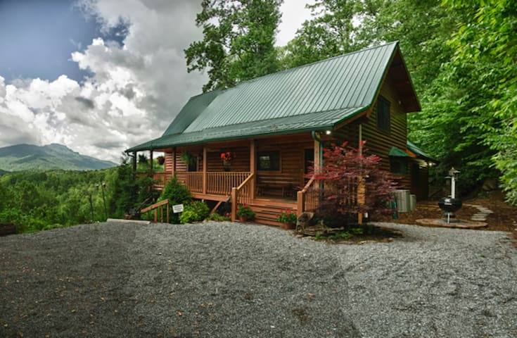 Cozy Log Cabin w/ Pristine View of Grandfather Mnt - Banner Elk - Stuga