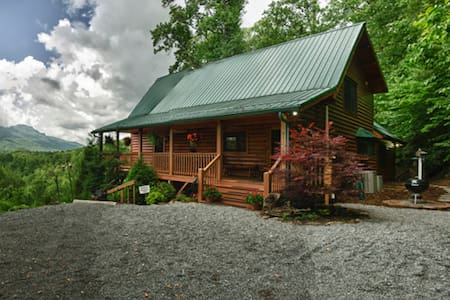 Cabin with Pristine View of Grandfather Mountain - Banner Elk - House